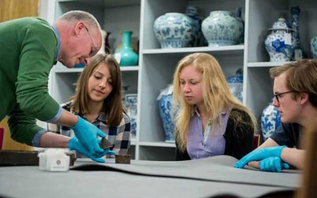 Collections based teaching in the Ashmolean