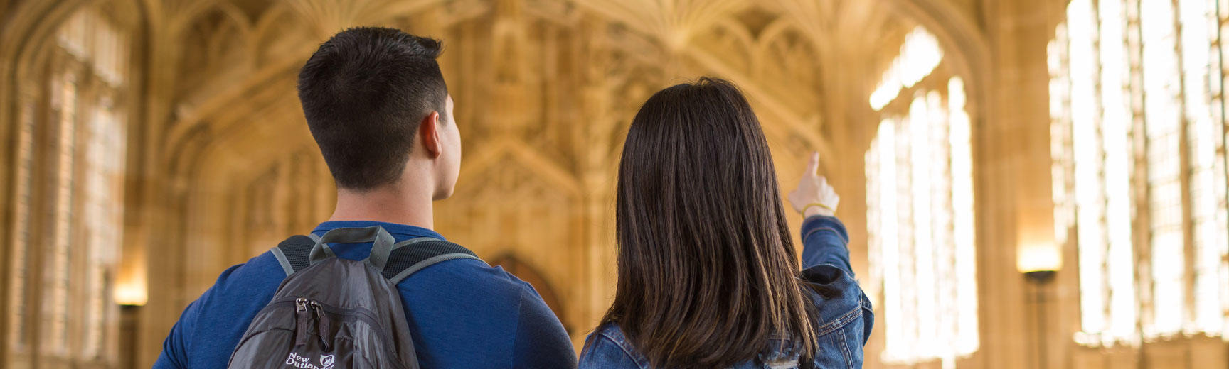COuple sightseeing at Bodleian Library